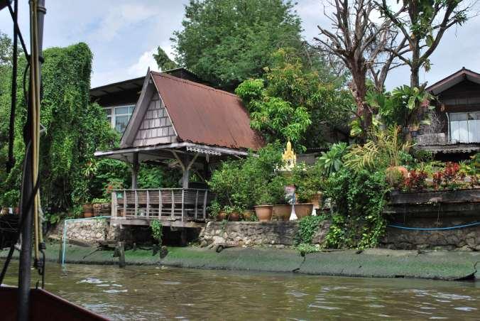 Photos bonus : les petites maisons sur les canaux avec végétation luxuriante