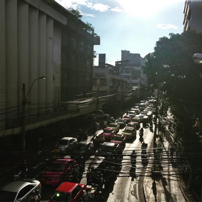 Le ventre de Bangkok : le règne du fil électrique.