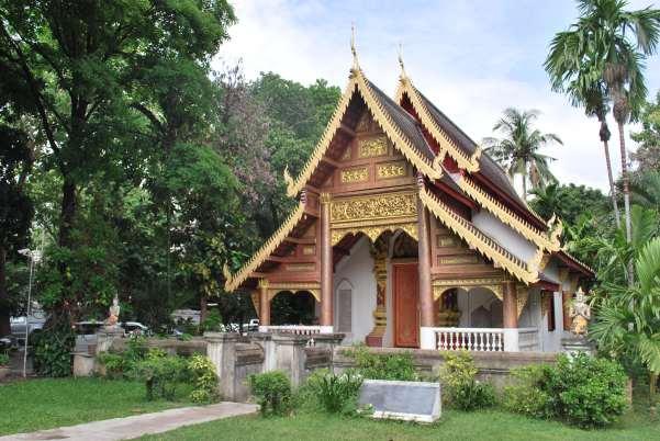 Wat Chiang Man : deux temples périphériques et un temple central. Superbe !