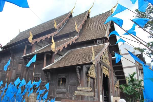 Les petits drapeaux bleus, en hommage à la reine