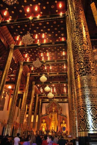Intérieur du Wat Chedi Luang